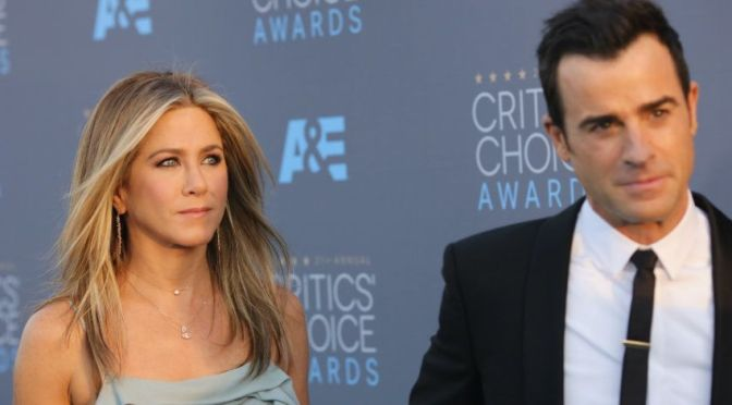 SPLITSVILLE! #JenniferAniston & #JustinTheroux are SEPARATING! [details]