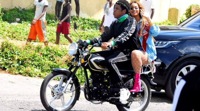 STAR TRACKS: #Beyonce & #JayZ 'ON THE RUN' in #Jamaica! [pic]