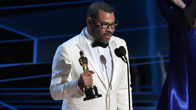 #Oscars: #JordanPeele MAKES HISTORY! WINS 'Best Original Screenplay' for 'Get Out' [vid]