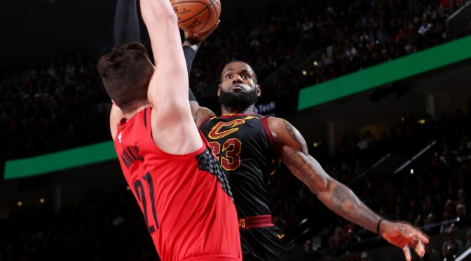 #LebronJames can FLY! James puts the JAM of the year down on #JusufNurkic  [vid]