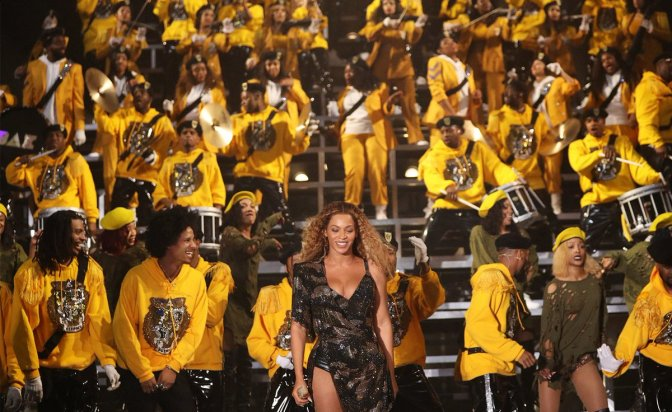 #Beyonce BREAKS records at #Coachella! 1st BLACK female to headline and MORE! [details]