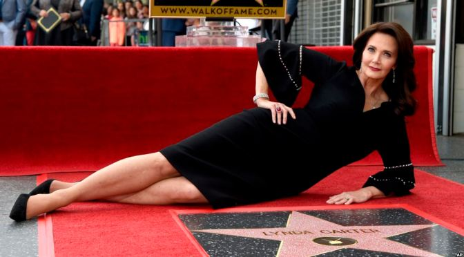 'Wonder Woman' #LyndaCarter receives a STAR on the #WalkofFame! [vid]