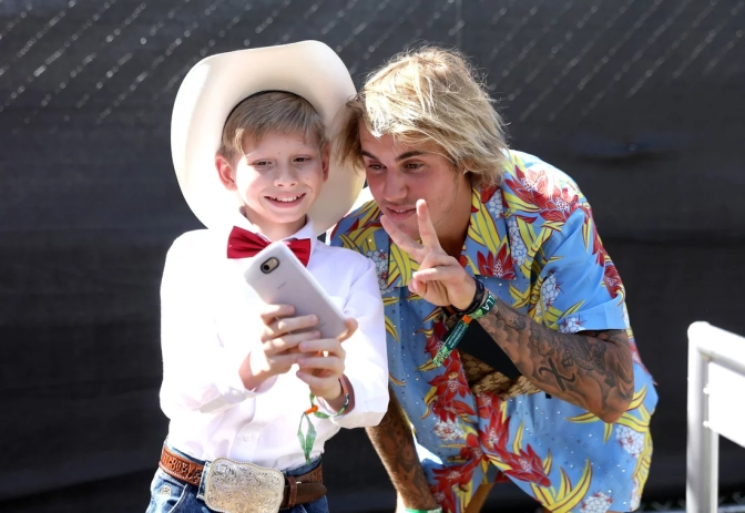 #WalmartYodeling kid #MasonRamsey performs at #Coachella! [vid]