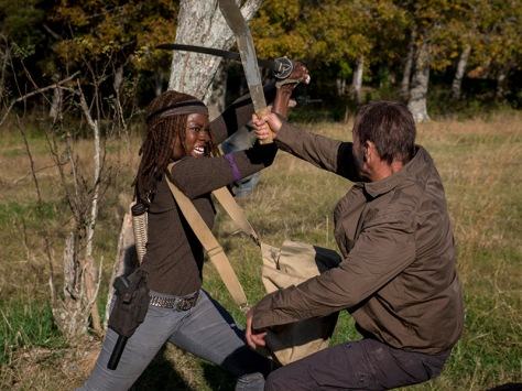 the-walking-dead-episode-816-michonne-gurira-pre-800x600