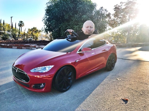 verne-troyer-unboxes-and-drives-radio-flyers-tesla-model-s-battery-powered-ride-on-car-for-kids