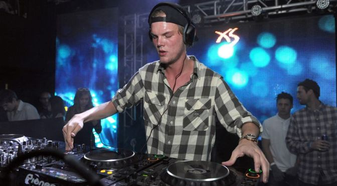 #Avicii committed SUICIDE with broken glass bottle! [details]