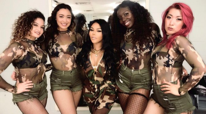 HOT SHOT of the DAY: #LilKim looking 'SPICY' again with her GIRLS ! [pic]
