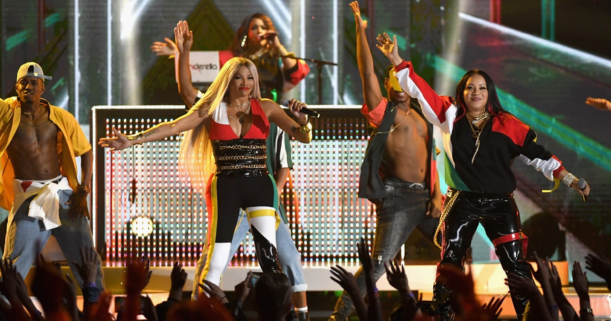 Salt-N-Pepa-En-Vogue-Reunite-for-Whatta-Man-Billboard-Music-Awards