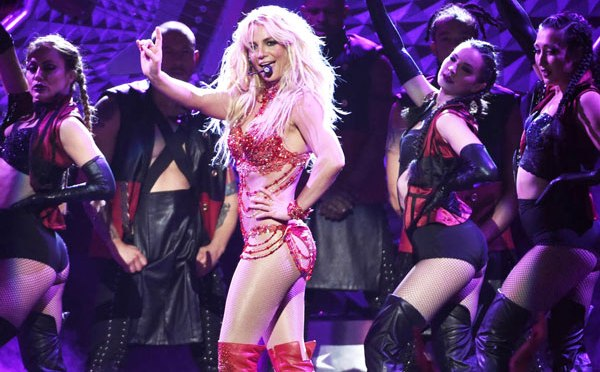 WTF MOMENT? #BritneySpears got STRUCK by the #Migos 'HOLY GHOST'! [vid]