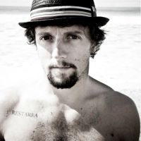 OUT!? #JasonMraz gets CANDID about his SEXUALITY-'I've Had Experiences With Men'! [details]