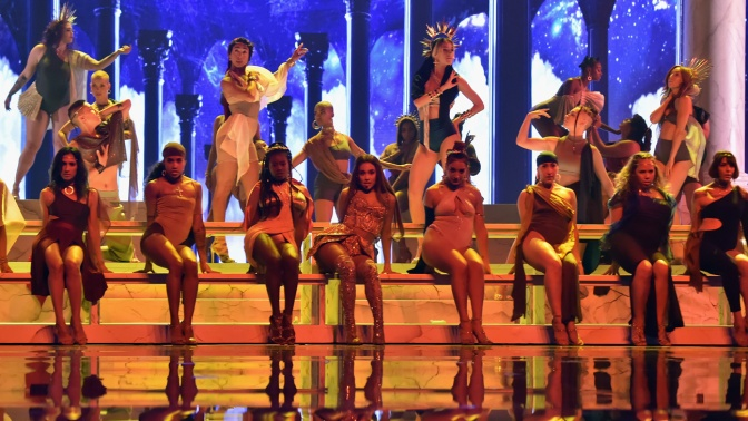 WATCH: #VMAS 2018- #ArianaGrande performs 'God Is A Woman' [vid]