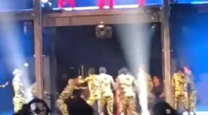 CRAZED fan RUSHES on stage at #OTRII tour stop in #Atlanta! The Carters issue STATEMENT! [vid]