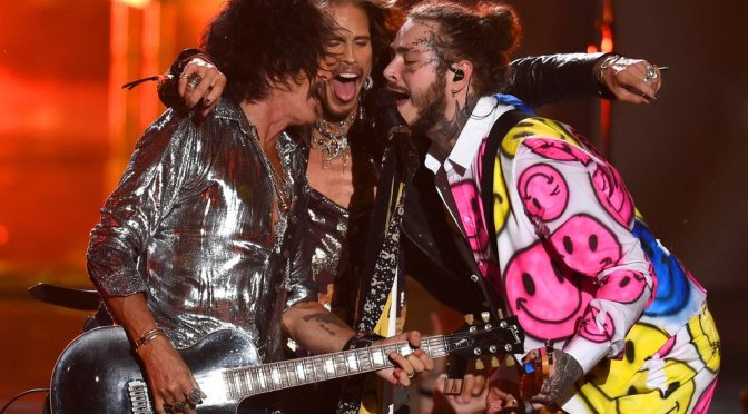WATCH: #VMAS 2018- #PostMalone & #Aerosmith perform a 'Rockstar' medley and 'Dream On' MASH-UP![vid]