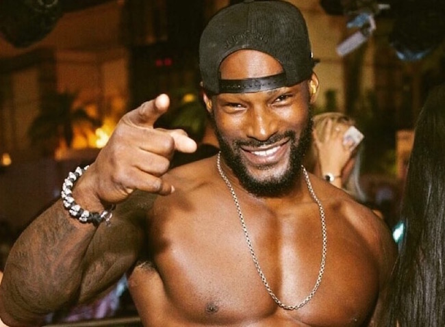 #TysonBeckford sets another HALF NAKED THIRST TRAP with his DUCKIE! [pic]