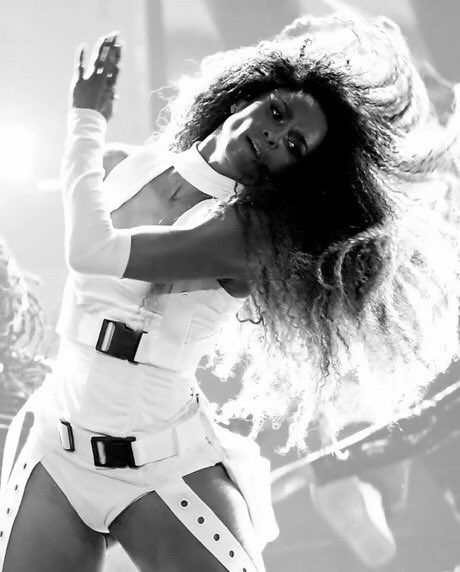 #AMAs: #Ciara left the stage SMOKING with #LevelUp / Dose MEDLEY! [vid]