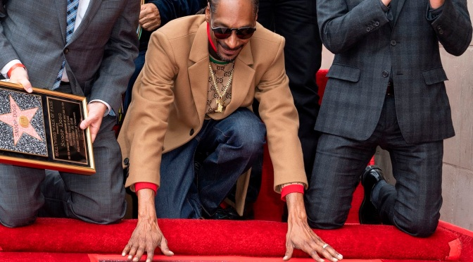 #SnoopDogg receives STAR on #HollywoodWalkofFame! [vid]