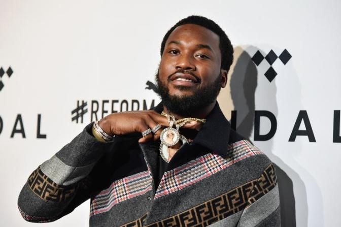 #MeekMill's 'CHAMPIONSHIPS' debuts at #1! [details]