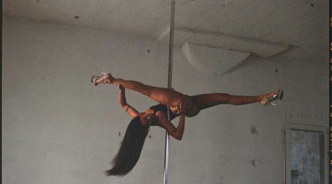 #Solange teases new music with HOT VISUALS on #Blackplanet! pics]
