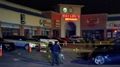 strip mall shooting_1553160433343.jpg_6928610_ver1.0_640_360
