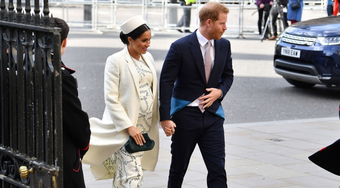 #RoyalBaby- The Duke& Duchess of Sussex WELCOME a baby BOY!! [vid]