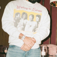 GET THAT LOOK! #Drake tributes WOMEN with 'Waiting To Exhale' shirt! [Pic]