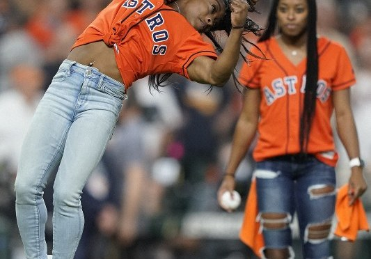 #SimoneBiles opens up #Worldseries in grand style for the 1st pitch with a backflip! [Vid]