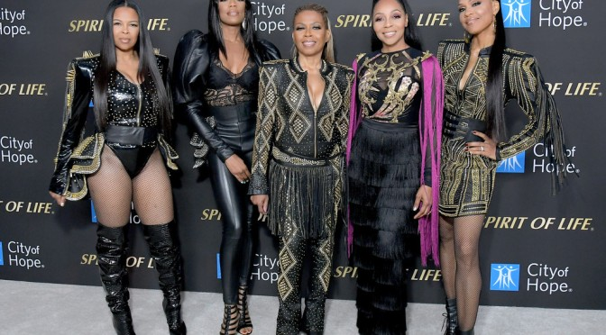 All 5 members of #EnVogue REUNITE onstage for a CAUSE!! [VID]