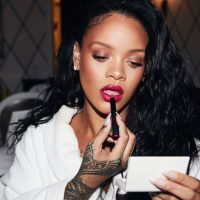 #Rihanna SHUTS DOWN pregnancy rumors in stunning 2 piece bikini! [Vid]