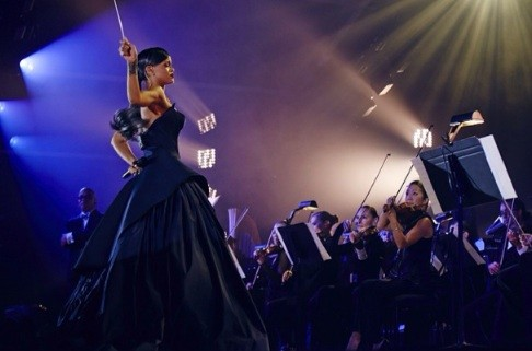 WAKE UP JAM: #Rihanna goes OPERA with 'Pour It Up' [Vid]