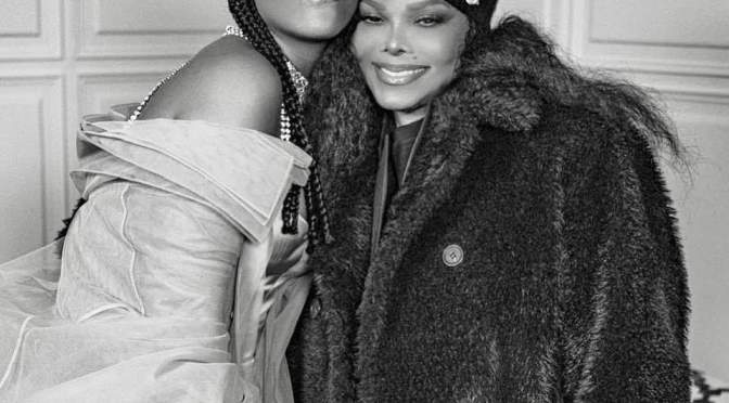 #JanetJackson presents #Rihanna with her 1st fashion award for #Fenty! [Pics]