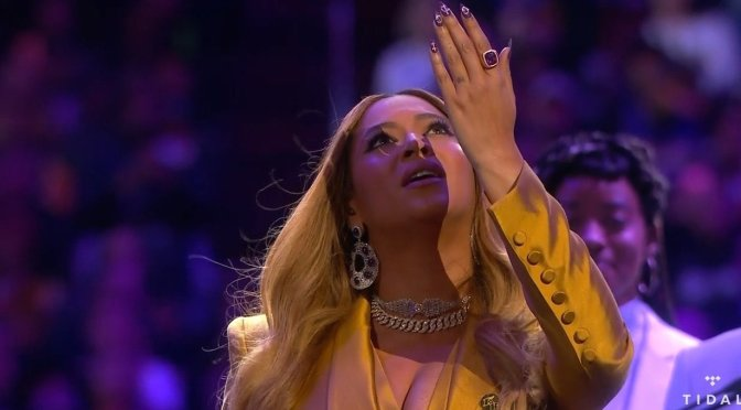 #Beyonce OPENS #KobeMemorial with moving 'Halo' medley! [Vid]
