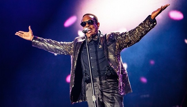 CharlieWilson #Lovestream IG concert going on NOW! [VID]
