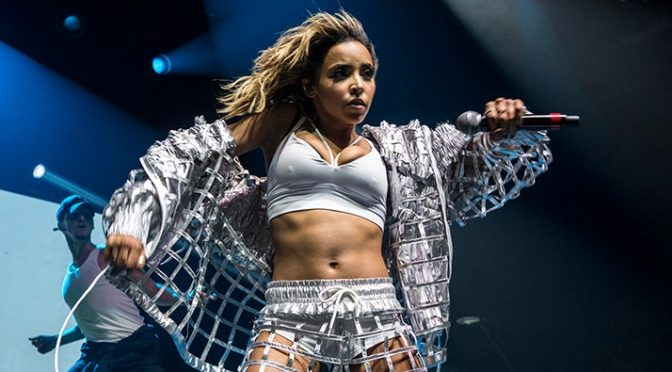 #Tinashe performing LIVE now! [Vid]