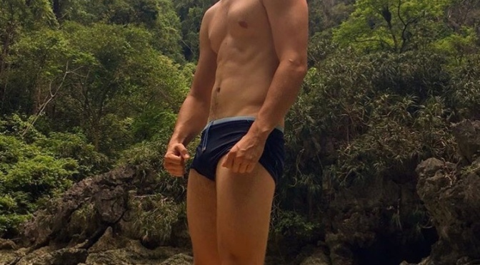 Thirst Trap: Actor #AnselElgort shares NUDE pic for charity! [NSFW]