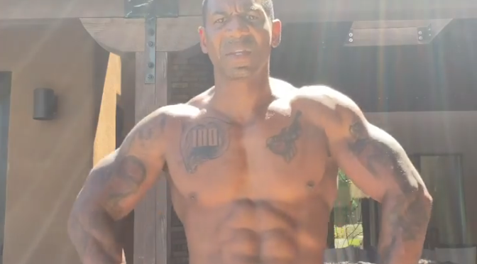 #THIRSTtrap #StevieJ INSPIRES with abs on 100! [Vid]