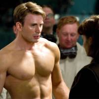 #ChrisEvans ACCIDENTALLY leaks his PEEN pics on social media! [NSFW]