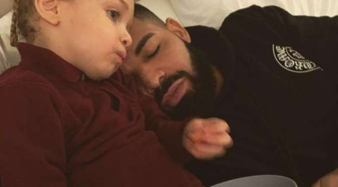 Cute Shot of the Day: #Drake & son #Adonis [pic]