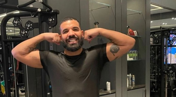 #ThirstTrap: #Drake thirst trapping in his 'Grey Sweats' at the gym![Pics]