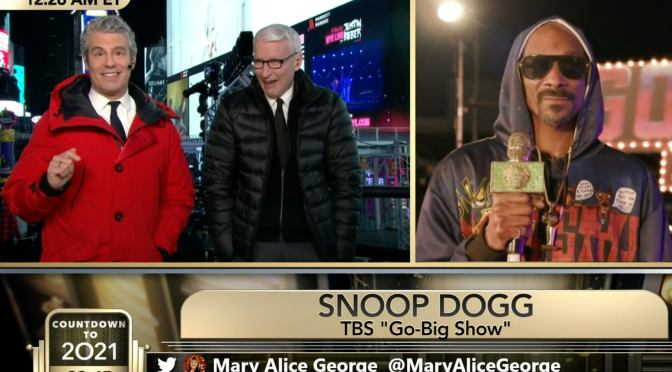 #SnoopDogg STEALS the show AGAIN talking about WEED with #AndyCohen & #AndersonCooper! [vid]