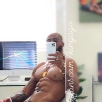 #ThirstTrapThursday: Model/trainer #KingAgu Fab Abs! [pics]