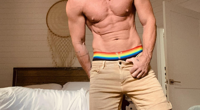 Thirst Trap: #LukeEvans shows of his #PRIDE & RIPPED ABS in latest post! [pic]