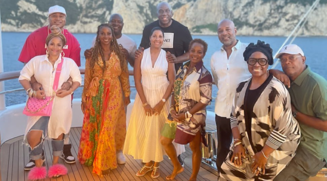#VacayGoals: #MagicJohnson #CookieJohnson and their CELEB friends #SamuelLJaCkson #LLCoolJ & MORE VACAY in Italy!! [vid]